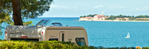 camping-lanterna-pitch-seafront-light