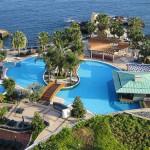 Na Madeiře budete obklopeni nádhernými plážemi, záplavou květin i koloniálním šarmem